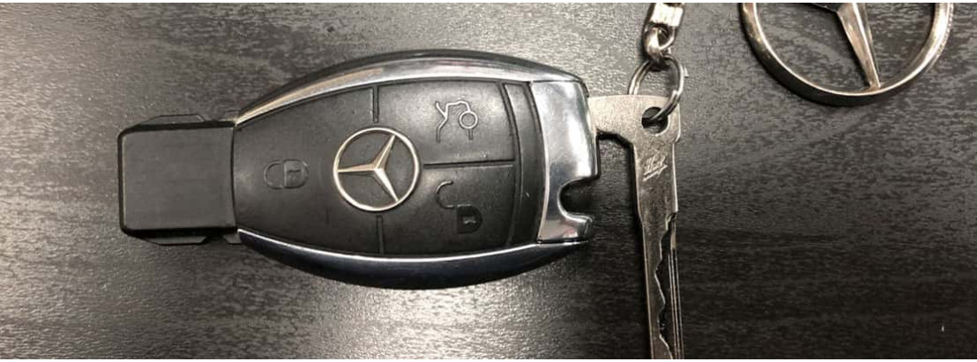 Как поменять батарейку в ключе Мерседес?